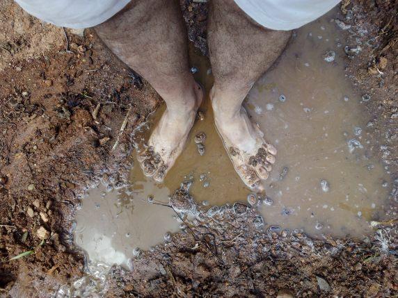 Descargando a tierra con barro por Joan carles López