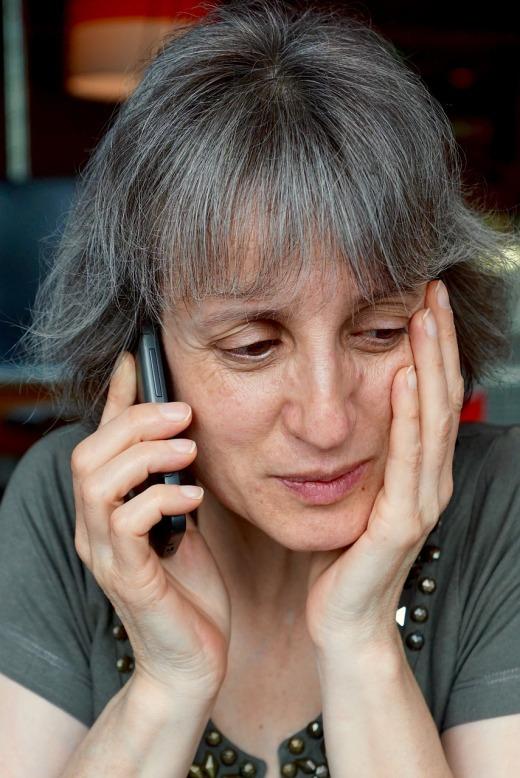 Hablando por teléfono móvil