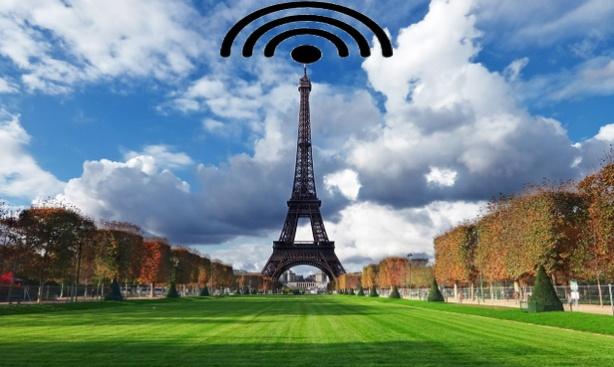 Torre Eiffel ,Paris, emitiendo menos radiaciones