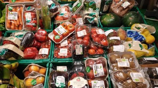 Las verduras frutas y hortalizas ecológicas con las que más en exceso de envases, por Joan Carles López