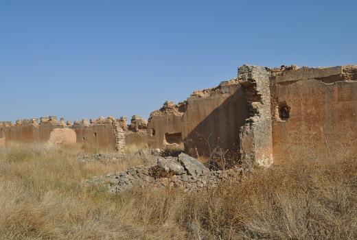 Casas y tapias de barro, reconstrucción