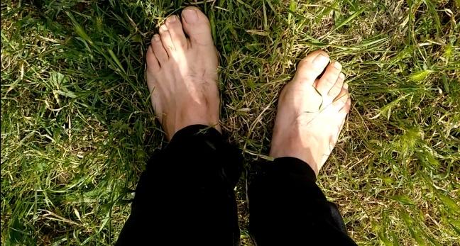Descargar a tierra en la hierba por Joan Carles López