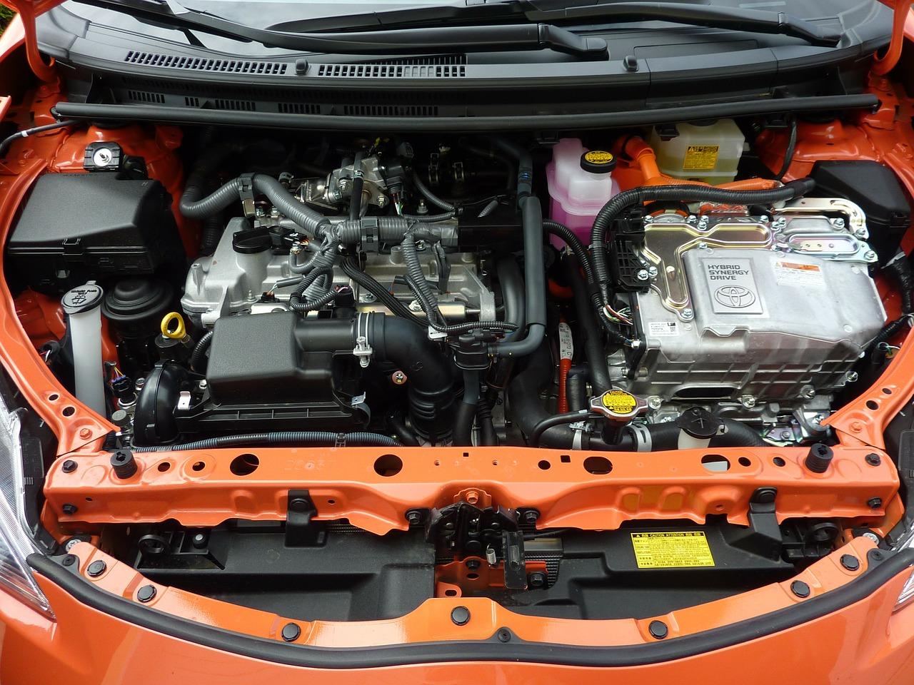 Coche híbrido, gasolina y eléctrico