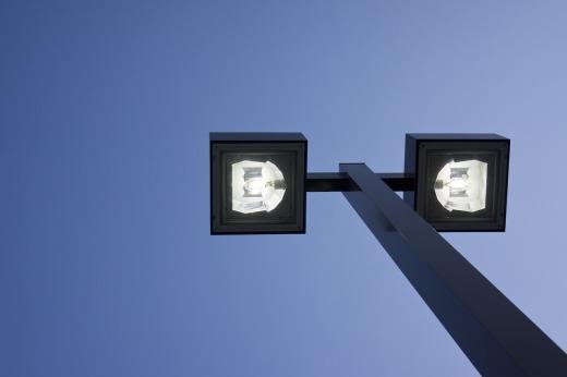 Buglife pidió que los transmisores 5G se alejaran de las luces de la calle donde se atraen a los insectos. por Gigahertz
